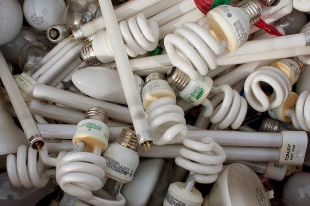 bóng đèn compact không an toàn cho sức khỏe