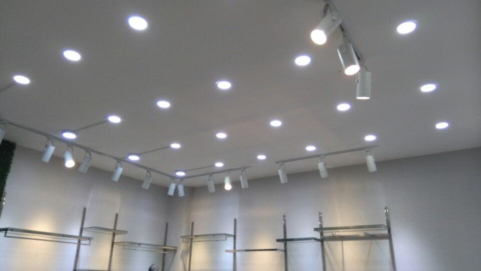 Cách tính số lượng đèn led rọi ray chiếu điểm