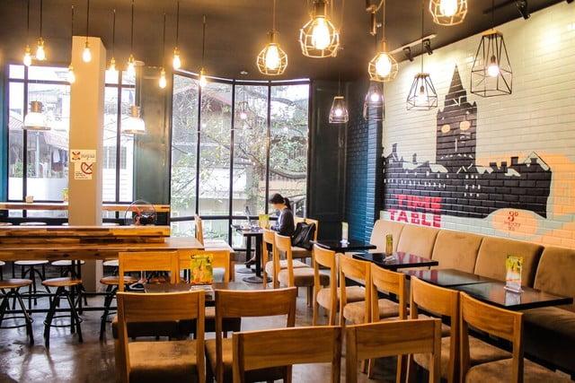 Nghệ thuật đèn trang trí sân vườn quán cafe