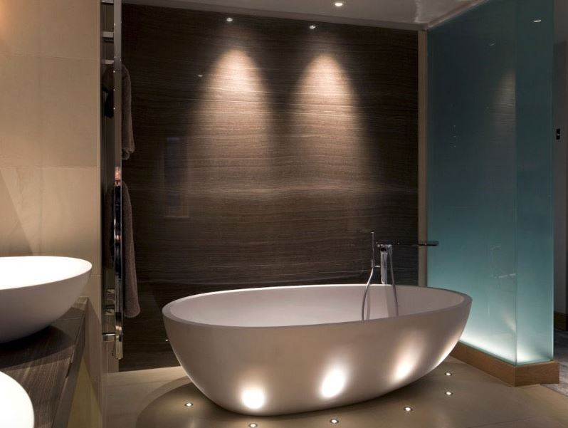 đèn trang trí chiếu rọi phòng tắm với bóng đèn led philips