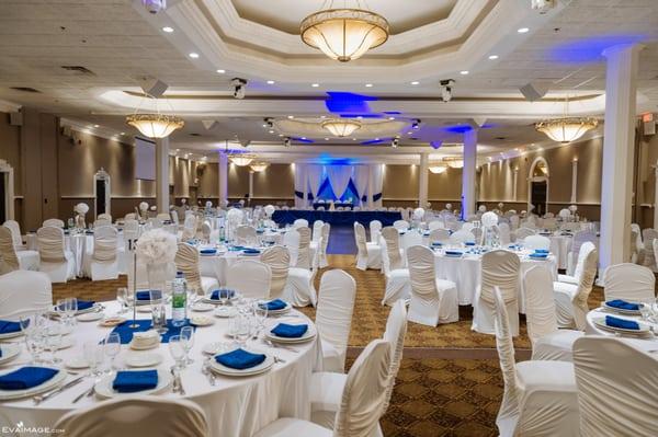 Đèn LED chiếu điểm spotlight trang trí nhà hàng tiệc cưới