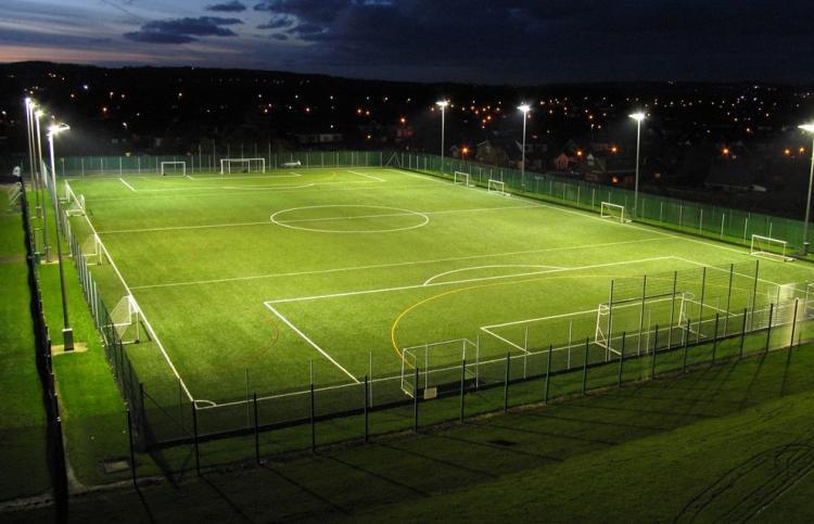 Đèn pha Led cho các ứng dụng bóng đá chiếu sáng giúp tiết kiệm điện