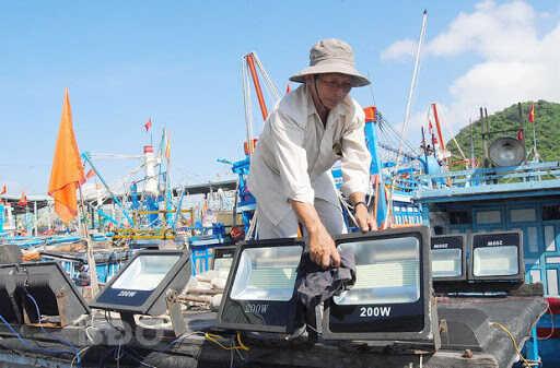 ứng dụng đèn led cho tàu cá trong khai thác thủy sản
